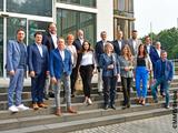 Die am Kick-off teilnehmenden Experten:innen aus dem health h-Netzwerk vor dem Fraunhofer-inHaus-Zentrum im September 2021.