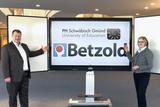 Geschäftsführer Ulrich Betzold (links) mit Frau Prof. Dr. Claudia Vorst der PH Schwäbisch Gmünd
